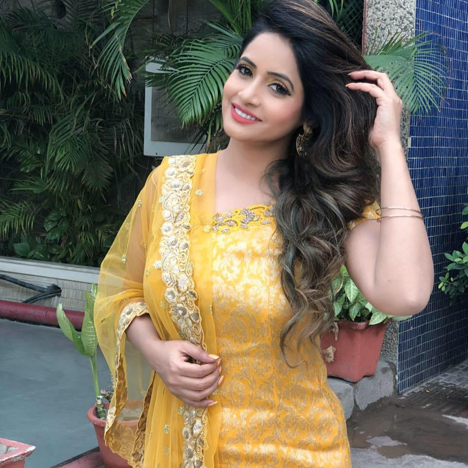 Miss Pooja wiki | wikipedia details | Biography | Personal Info | Pictures | Songs | Boyfriend