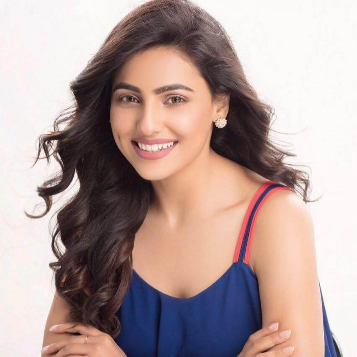 Ginni Kapoor Wikipedia details | Mere kol song model | Biography | Boyfriend