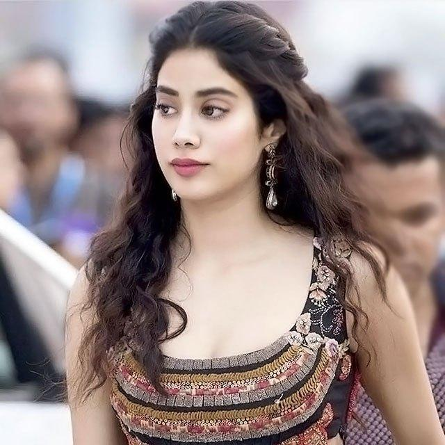 Janhvi Kapoor Wiki, Age, Height, Boyfriend, Career, Dhadak Movie, Family